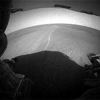 Opportunity, enlisé dans les sables martiens ! Vue du paysage devant le rover. (crédit : NASA/JPL)