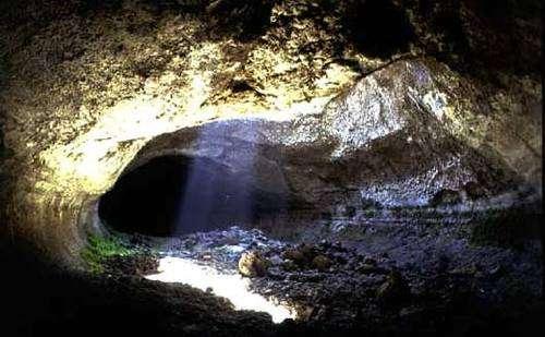 La grotte volcanique de Lamponi mesure environ 700 mètres de long. Elle se situe sur le site de l'Etna, en Italie. © acatte.perso.neuf.fr, DR