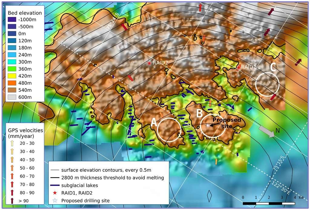 Topographie du socle rocheux dans la région montagneuse de Little Dome C, dont l'emplacement est marqué par une étoile. Les traits épais de couleur violet foncé correspondent à des lacs sous-glaciaires. © Catherine Ritz, Robert Mulvaney, Massimo Frezzotti, BE-OI