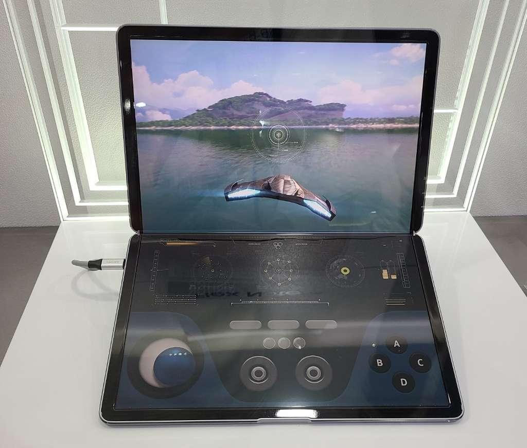Une photo d'un prototype de Samsung présenté à l'IMID 2021. © @FrontTron
