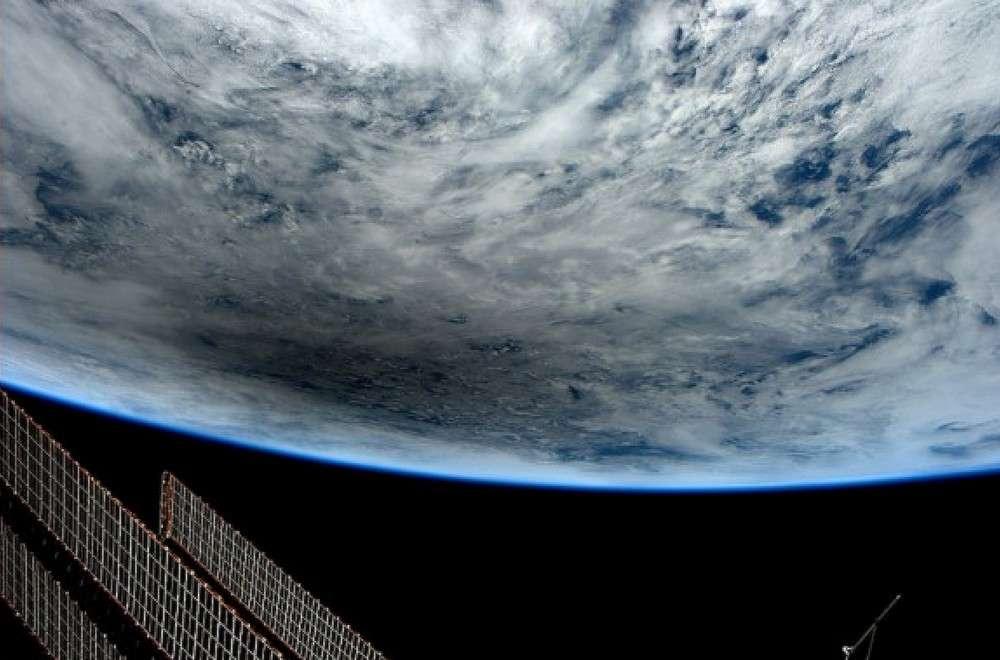 Les astronautes à bord de l'ISS ont pu observer l'ombre de la Lune sur la Terre durant l'éclipse solaire du 20 mai. © Nasa