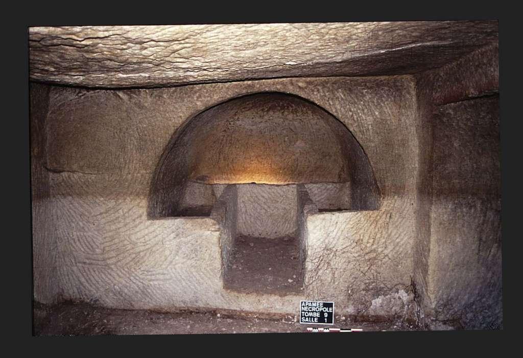 Intérieur d'une tombe rupestre d'Apamée (Jean-Sylvain Caillou (mission Zeugma). © Catherine Abadie Reynal (Mission Zeugma) - Toute reproduction interdite