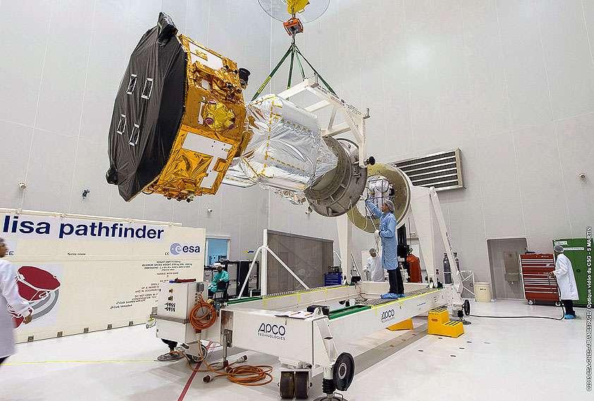 Le satellite Lisa Pathfinder dans une des salles blanches du bâtiment S5, où il a été installé dans la coiffe du lanceur Vega. © S. Martin, Esa-Cnes-Arianespace, Optique vidéo du CSG