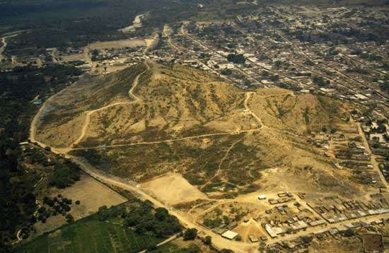 Fig. 9 : Vue aérienne du site de Cerro Ñañañique © J. Guffroy IRD