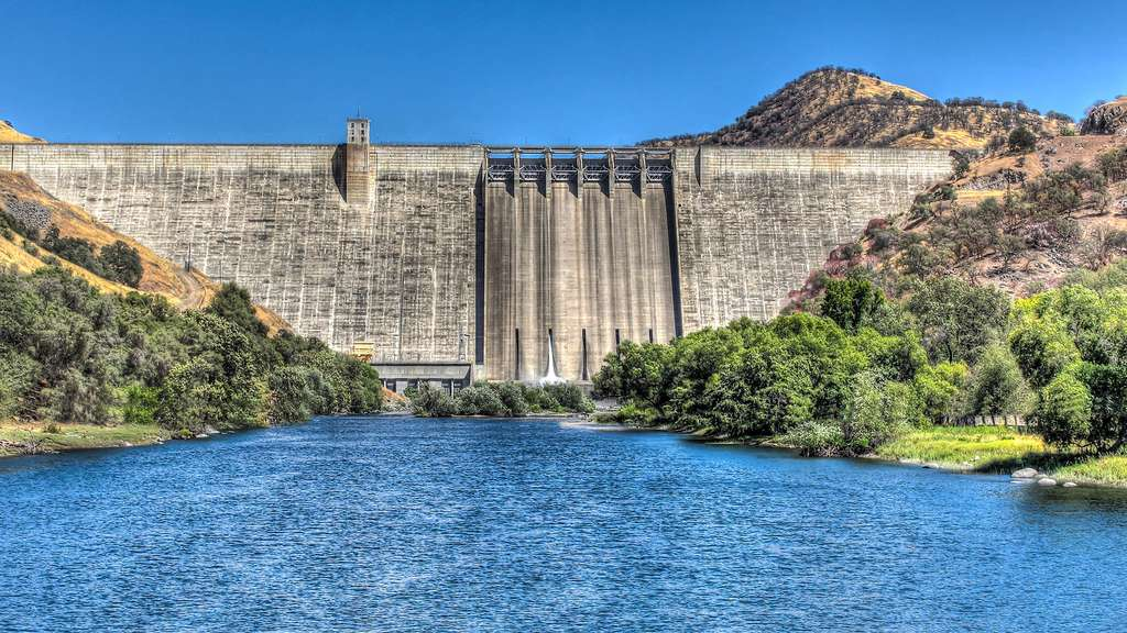 Le barrage Pine Flat et son lac, l'un des plus grands réservoirs de Californie