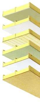 Gamme de caissons à trois chevrons raidisseurs, adaptés à tous les types de toitures. Isolant en mousse de polyuréthane de 80 à 150 mm d'épaisseur. Longueurs de 2 à 8 m (de 30 en 30 cm), selon la sous-face. Largeur 82 cm. Disponibles en une dizaine de décors. © Unilin Systems