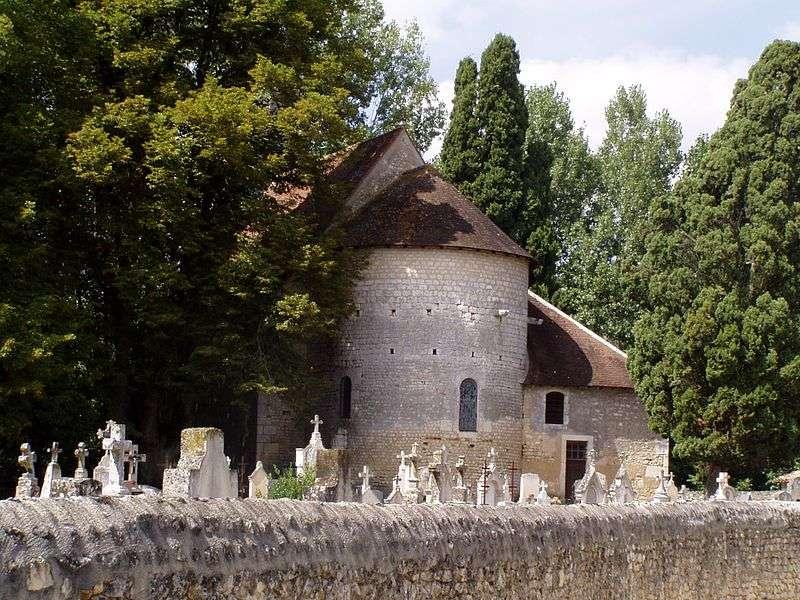 L'église de Saint-Pierre-les-Églises contient un ensemble de fresques préromanes et antérieures à l'an mil. Elles font partie des plus anciennes fresques d'Europe occidentale. © Accrochoc, Wikipédia, GNU 1.2
