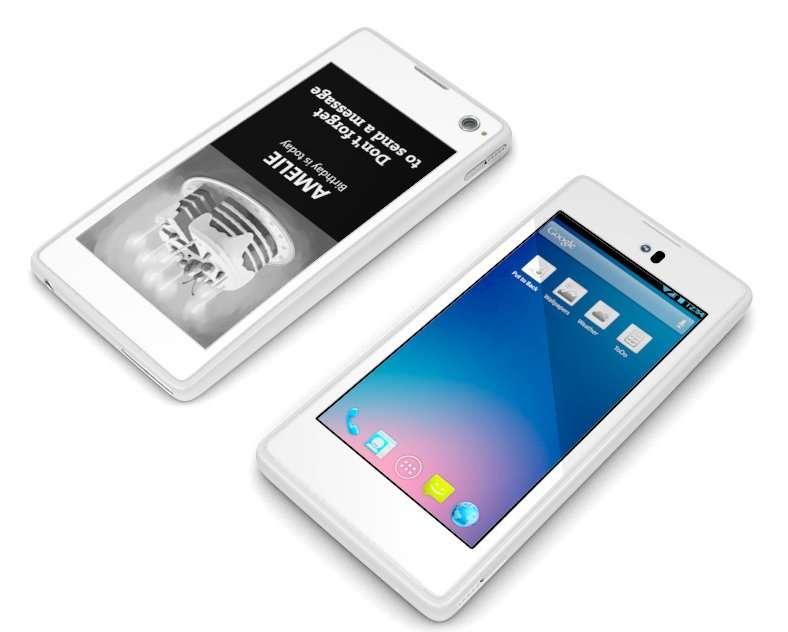 Le YotaPhone côté pile et côté face : un écran classique en façade (en bas) et un affichage à encre électronique à l'arrière (en haut). © Yota Devices