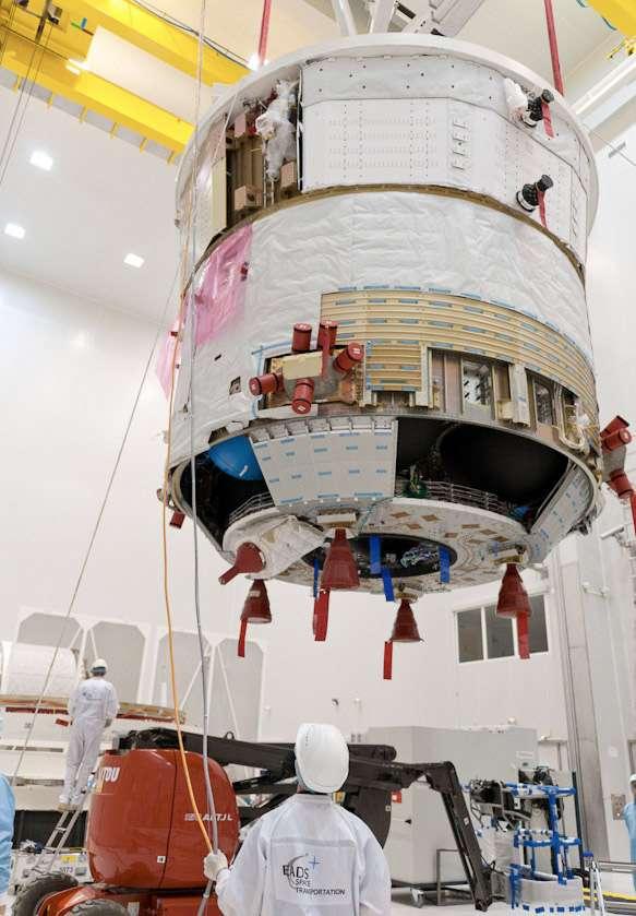 Préparation de l'ATV-3 dans une des salles blanches du Centre spatial guyanais en vu de son lancement en mars. © Esa, Cnes, Arianespace, Optique Video du CSG, JM Guillon