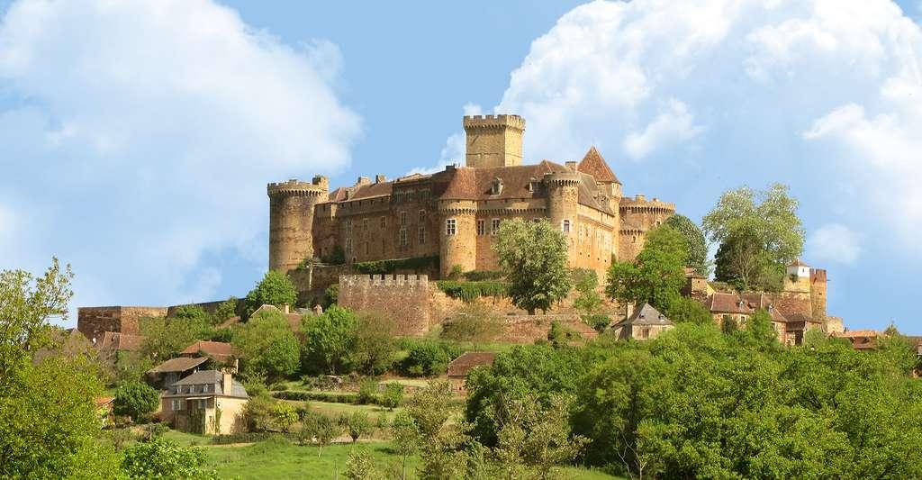 Le château de Castelnau-Bretenoux est un site historique emblématique du département. Il participe notamment au développement du tourisme dans le Lot. © ALLEE, Wikimedia commons, CC by-sa 3.0