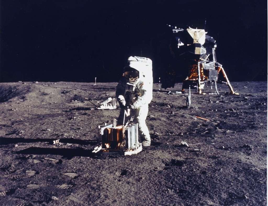 Le premier sismométrie lunaire