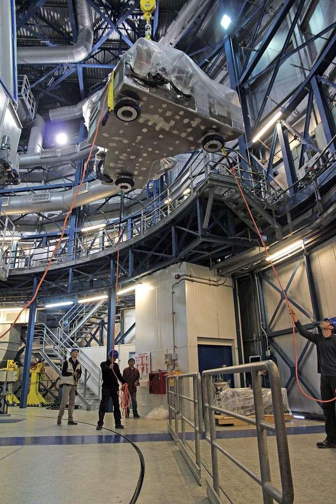 Sphere hissé vers le télescope géant du VLT