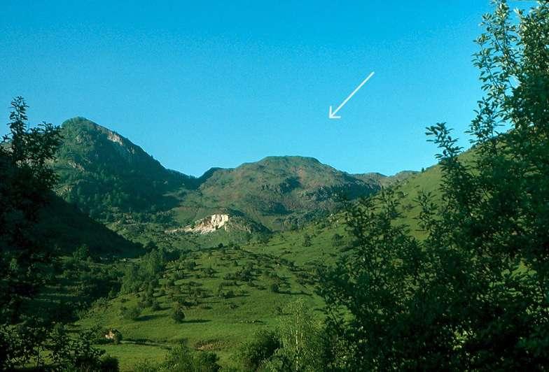 Le massif de Lherz en Ariège, se situe au sein des calcaires de la zone nord-pyrénéenne. © Photo Jacques Kornprobst