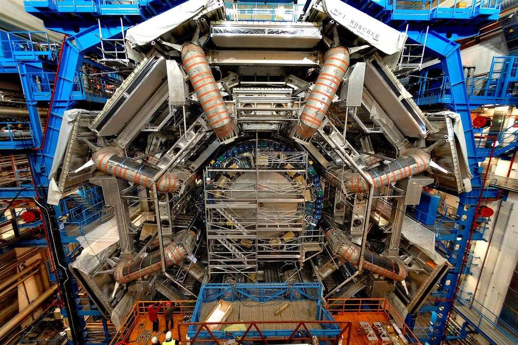 Une vue d'ATLAS en cours de montage