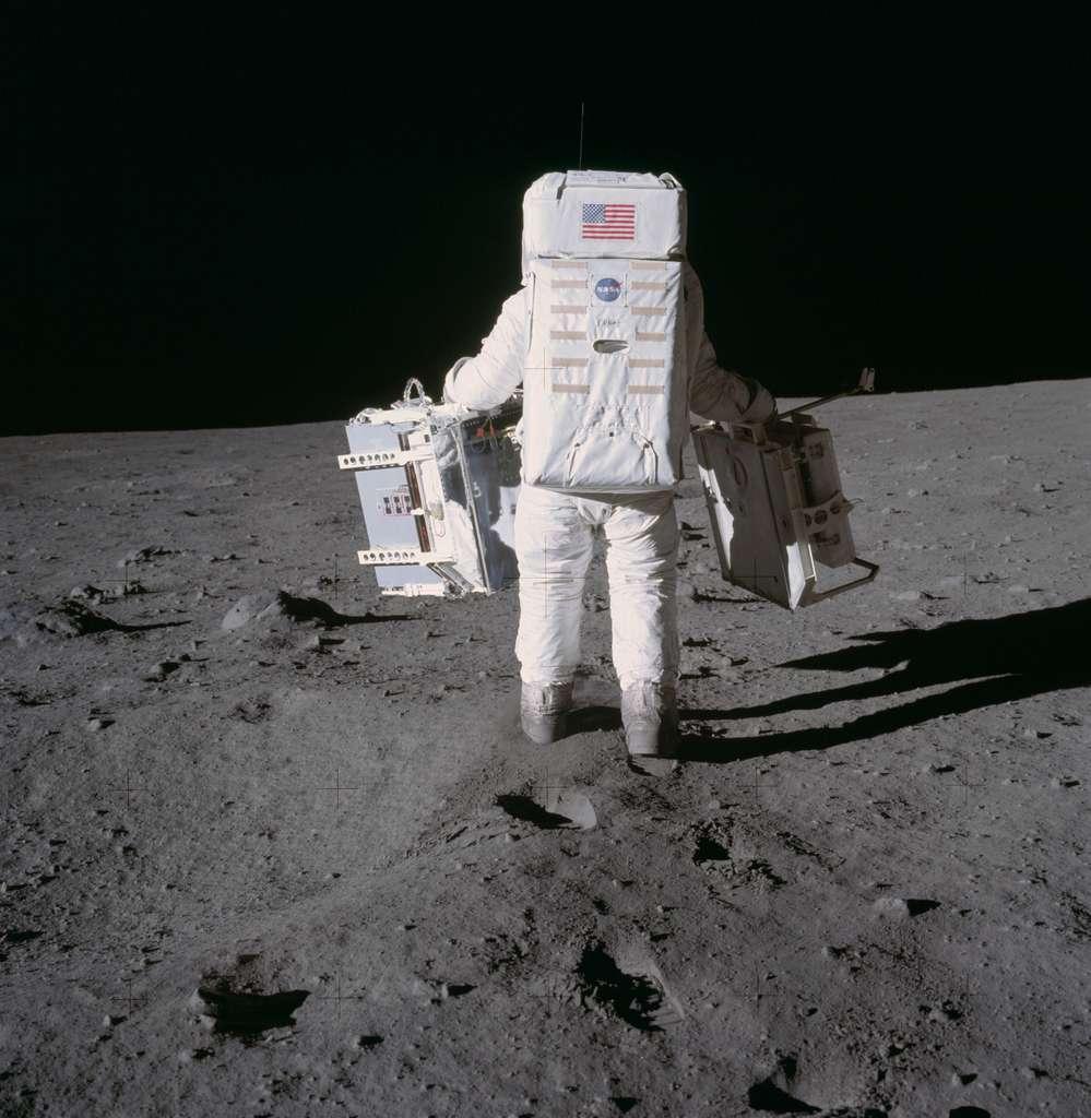 Apollo 11 : Armstrong et Aldrin ne chôment pas