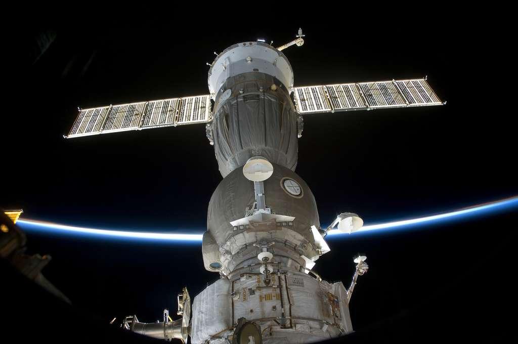 Le voyageur Soyouz attaché à l'ISS