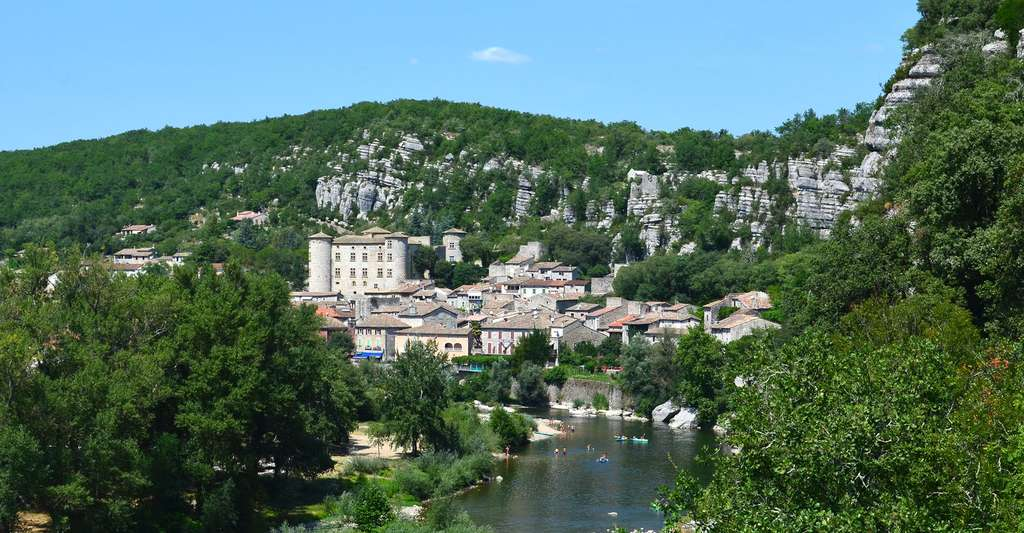Vogüe un des plus beaux villages d'Ardèche. © CpaKmoi, Flickr, CC by-nc 2.0