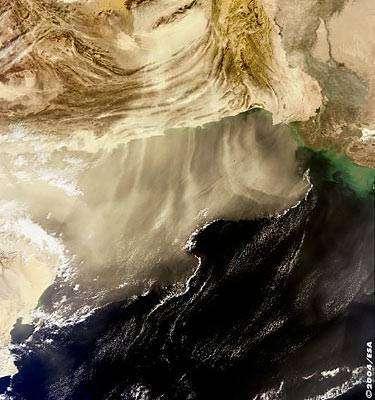 Cette image d'une tempête de poussière et de sable donnant l'assaut au Pakistan, a été acquise par l'instrument MERIS en moyenne résolution le 13 décembre 2003. Crédit ESA.