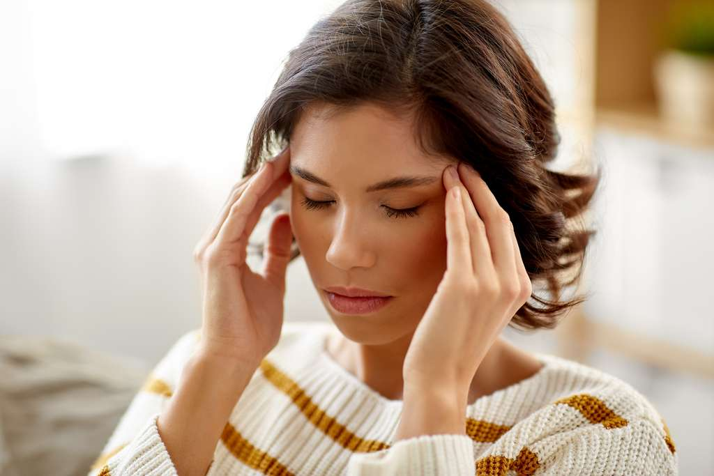 Le mal de tête comme signe de stress. © Syda Productions, Adobe Stock