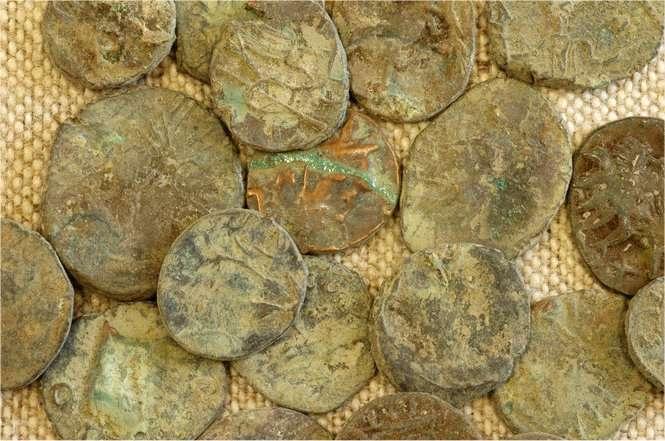 Les pièces retrouvées à Autun ont été fabriquées par des artisans, comme cela se pratiquait en ces époques troublées des derniers siècles de l'Empire romain. © Loïc de Cargouët/Inrap