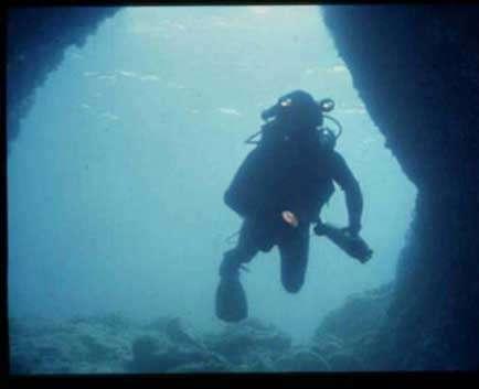 Grotte sous-marine. © Eric Gilli, CEK