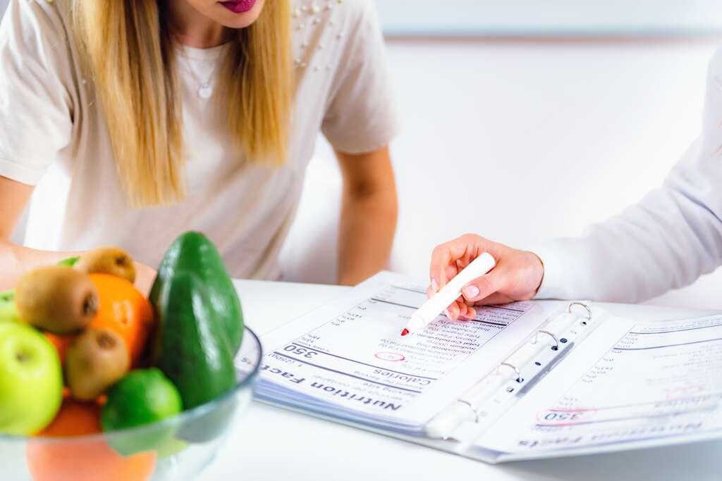 L'alimentation en général, avec son superbe potentiel préventif, devrait être plus présent dans les parcours de soins usuels. © Microgen, Adobe Stock