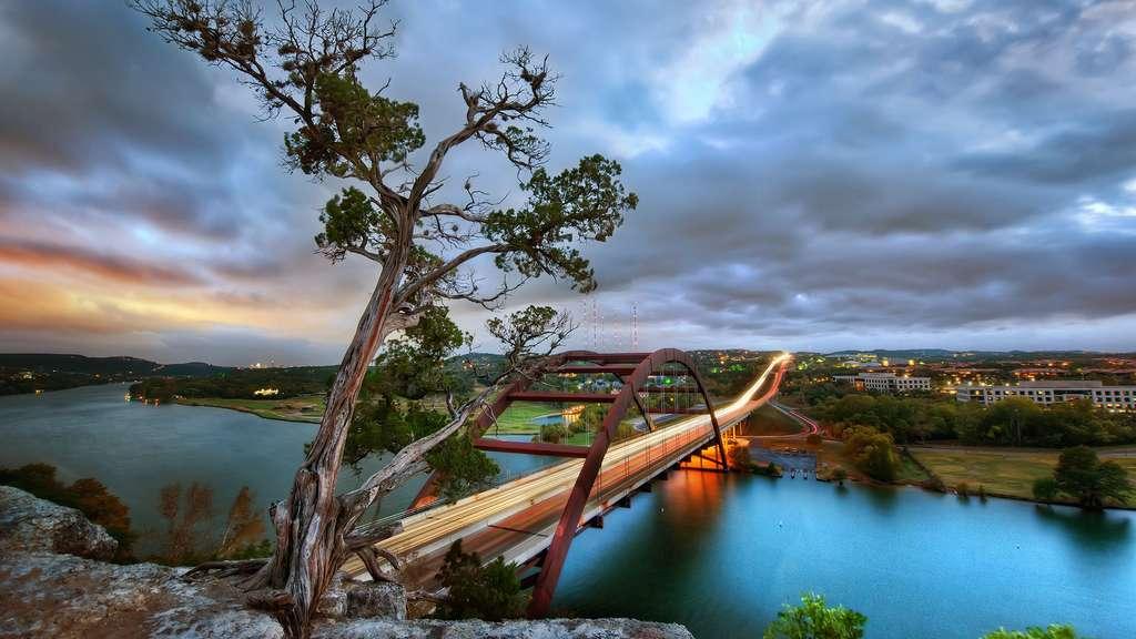 Le pont Pennybacker au-dessus du lac Austin