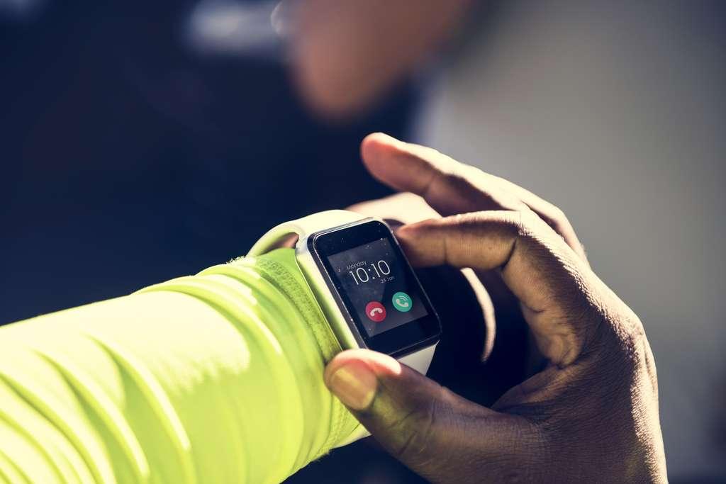 L'appairage au téléphone permet le paramétrage de la smartwatch. © Rawpixel.com, Adobe Stock