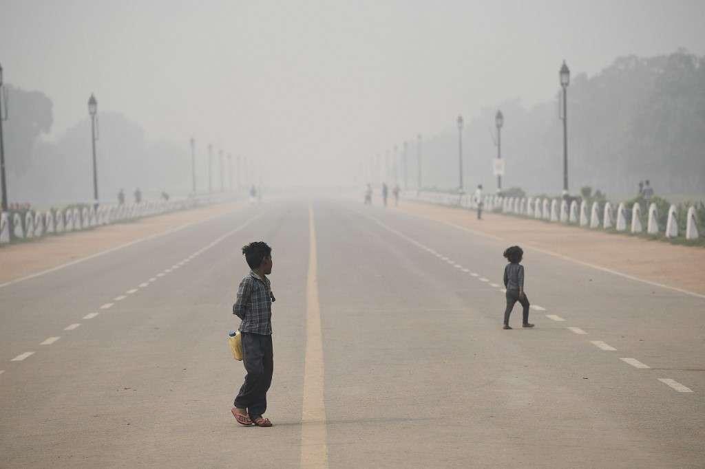 Des enfants fortement exposés à la pollution atmosphérique. © Sajjad Hussain, AFP