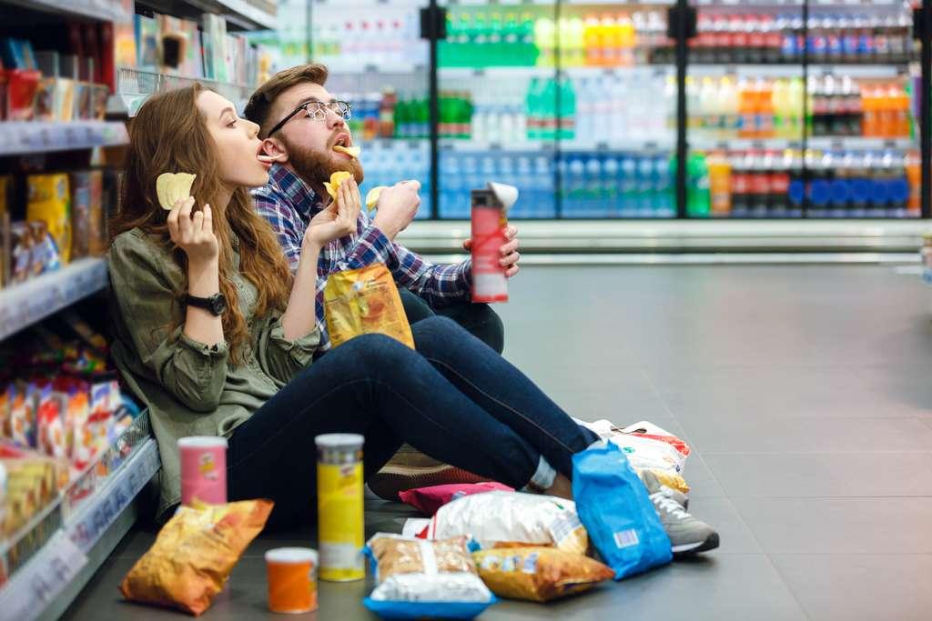 La consommation d'aliments ultra-transformés est corrélée à l'obésité dans de nombreux pays. © Drobot Dean, Adobe Stock