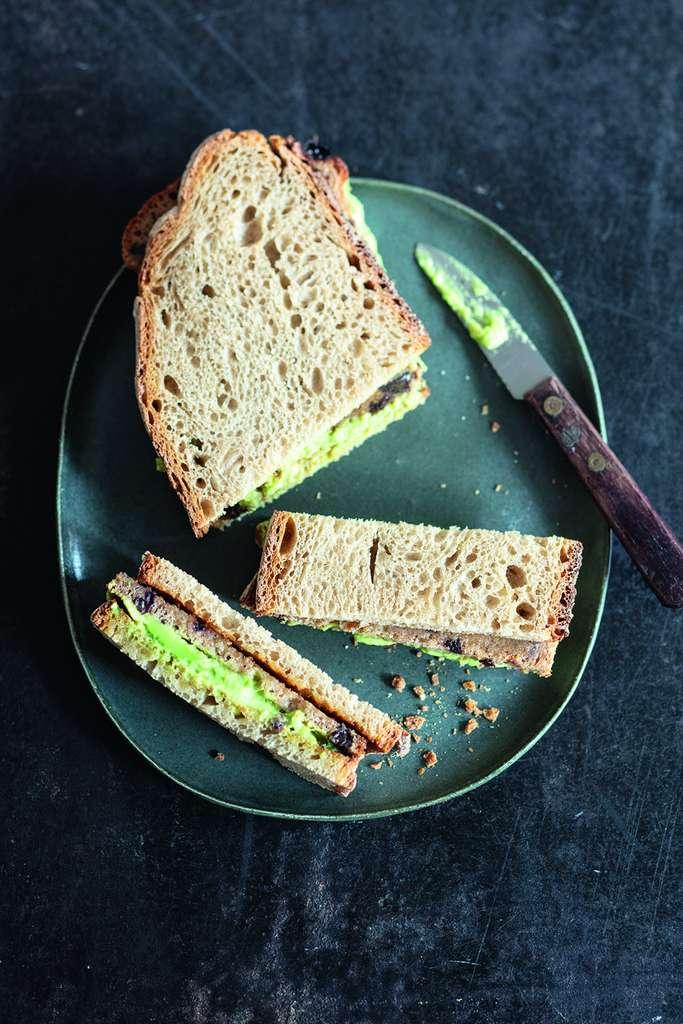 Apollonia Poilâne vous propose un sandwich au pain © Valérie Lhomme, stylisme Bérengère Abraham.