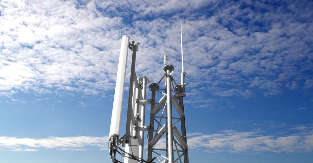 Antenne relais. © France64160 - GFDL