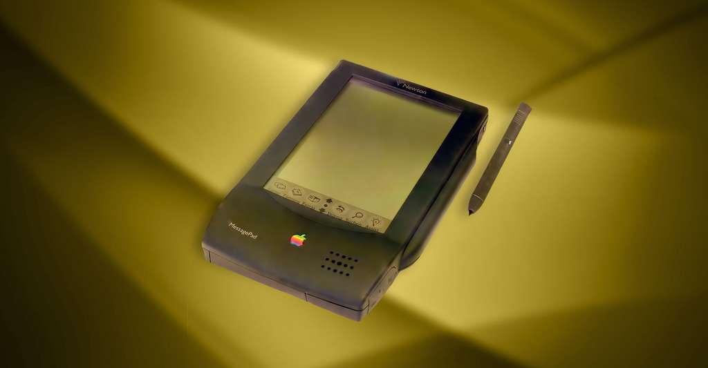 GridPad, première tablette tactile grand public, arborait le stylet qui marquera les appareils de productivité mobiles des années 1990. © Mashable.com