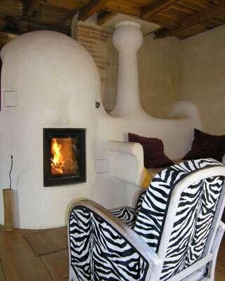 Le feu est aussi le symbole du foyer, outre la perception, l'interprétation est à prendre en compte. © Sylvain Moréteau