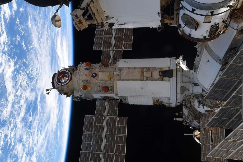 Le module russe Nauka, après son amarrage au module Zvezda. © ESA, T. Pesquet