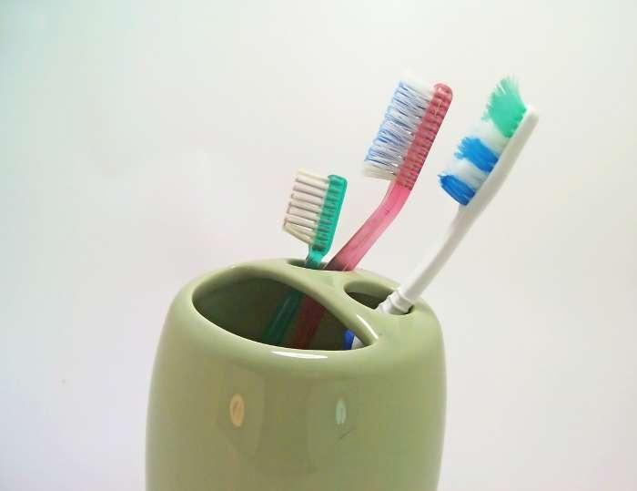 Si le FruA dans le dentifrice luttera peut-être contre l'apparition des bactéries cariogènes, le brossage des dents ne sera pas pour autant à négliger. © Homero Chapa, Stockvault