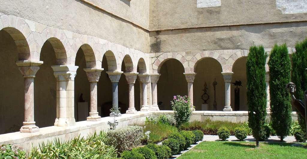 L'abbaye de Saint-Génis-des-Fontaines, faite en marbre blanc. © Hawobo, Wikimedia, CC by-sa 2.0