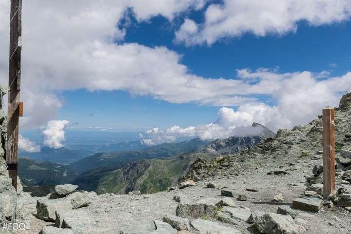 L'Italie vue du col de la Traversette, à près de 3.000 m. Un passage difficile pour une armée avec des chevaux et des éléphants... © Envie-de-Queyras