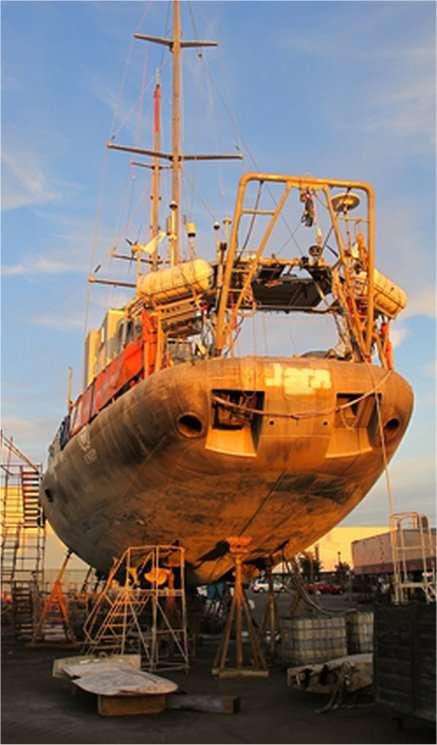 Le voilier Tara est actuellement à San Diego où l'équipage lui offre une opération carénage. © J. Capoulade/EMBL/Tara Oceans
