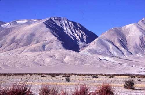 Vue sud-ouest du complexe de moraines Manikala.© Chevalier et al.