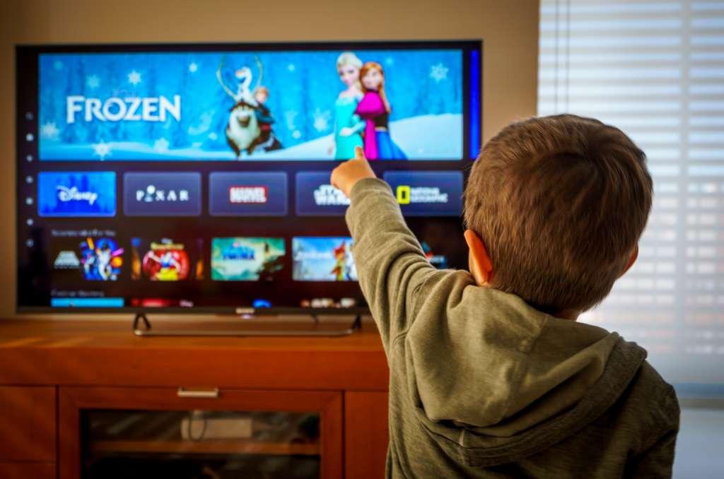 La microfibre est idéale pour nettoyer l'écran. © tanaonte, Adobe Stock