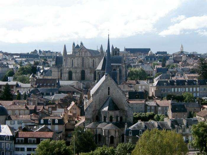 Vue de l'ancien centre de Poitiers. © Vermario, Wikipédia, DP