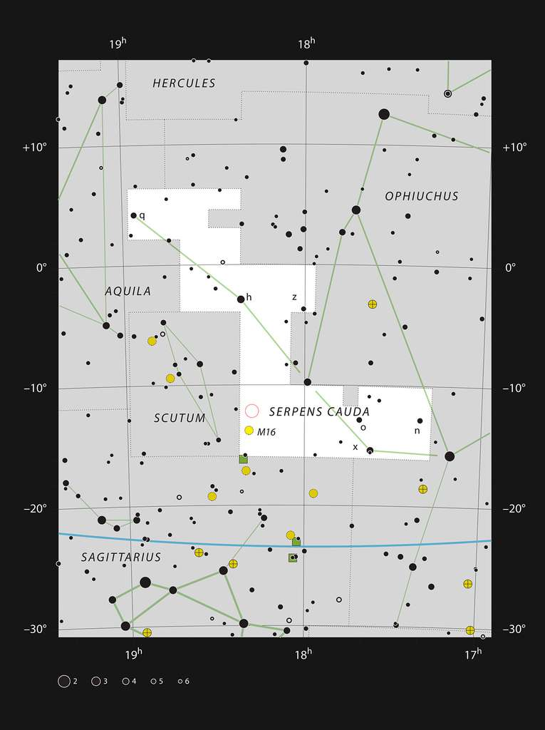 Cette carte montre l'emplacement de l'amas d'étoiles NGC 6604 dans la constellation du Serpent au milieu des étoiles visibles à l'œil nu dans de bonnes conditions. L'emplacement de l'amas est indiqué par un cercle rouge. Bien que l'amas d'étoiles soit facile à voir avec un petit télescope, la nébuleuse est très faible et n'a été découverte photographiquement qu'au milieu du XXe siècle. © ESO/IAU/Sky & Telescope