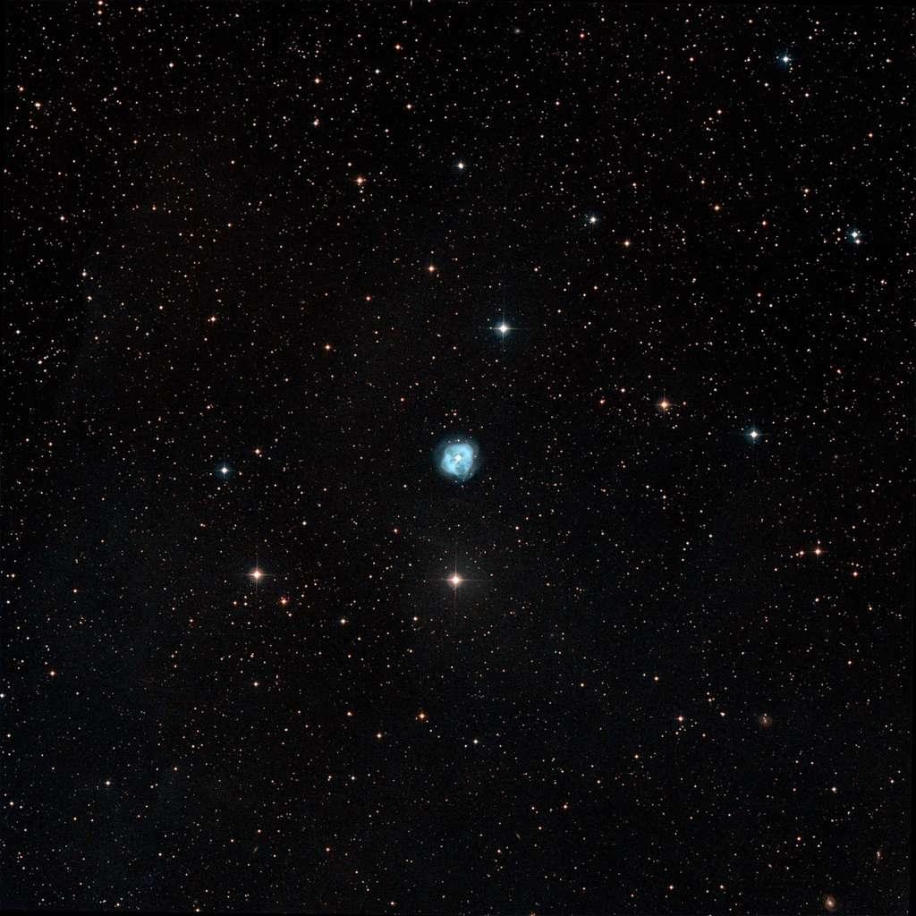 Observée dans le visible, NGC 1514 fait penser à un trèfle à quatre feuilles. © Digitized Sky Survey/STScI