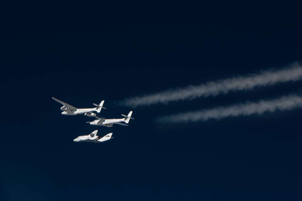 Le SpaceShipTwo se séparant de son avion porteur, le White Knight 2. © Virgin Galactic