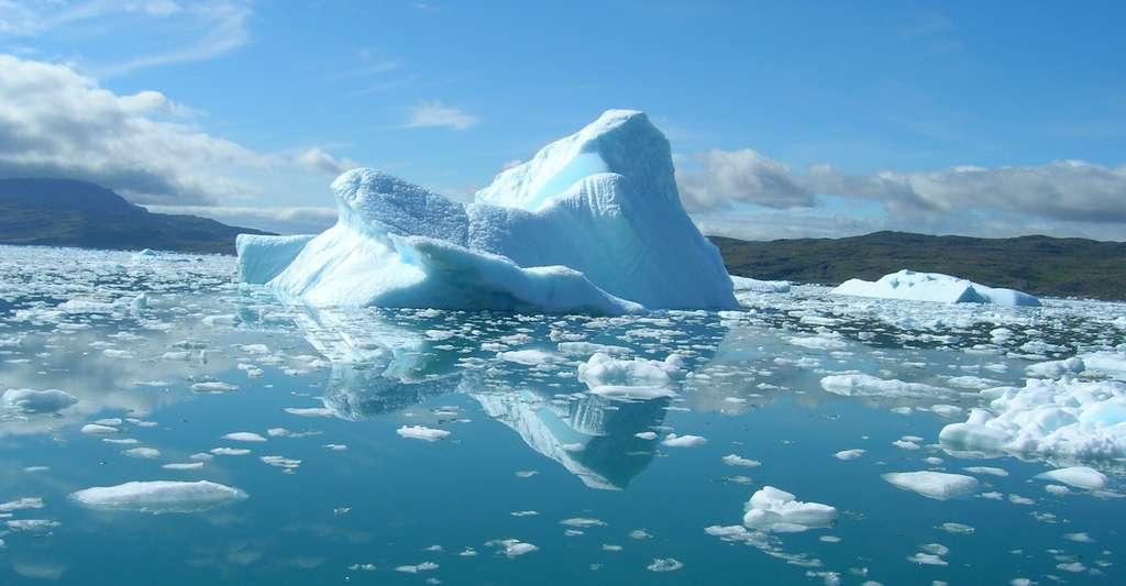 Durant l'été 2019, le Groenland a perdu 600 milliards de tonnes de glace, plus du double de la perte moyenne annuelle de glace entre 2002 et 2019. © karving, Adobe Stock
