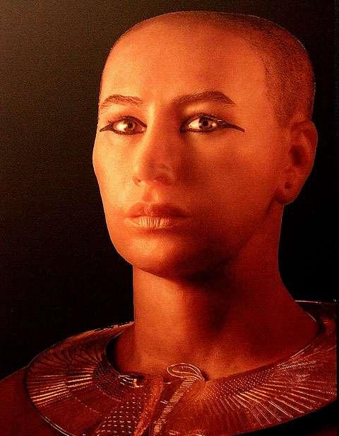 Grâce à la tomodensitométrie, des chercheurs français, américains et égyptiens ont reconstitué le visage de Toutânkhamon. Un bel exemple de science au service de l'histoire. © Claude Valette, CC by-nc-nd 2.0