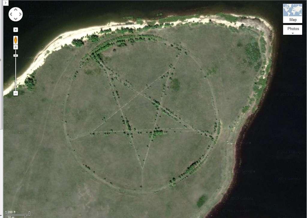 Ce pentagramme visible dans Google Earth est bien réel. Il se trouve au nord du Kazakhstan, en Asie centrale. © Google Earth