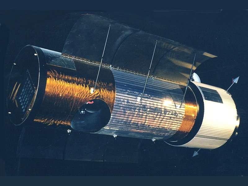 Dessin artistique du satellite américain KH-12. © DR