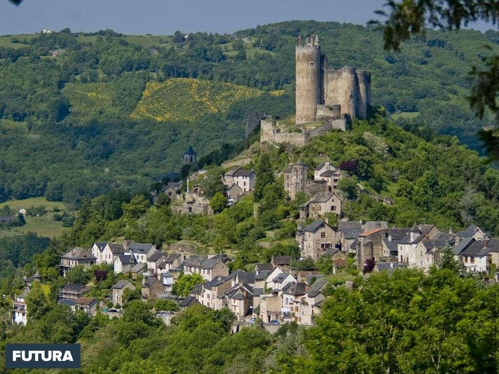 Les plus beaux villages de France : Najac village médiéval haut-perché dans l'Averyon